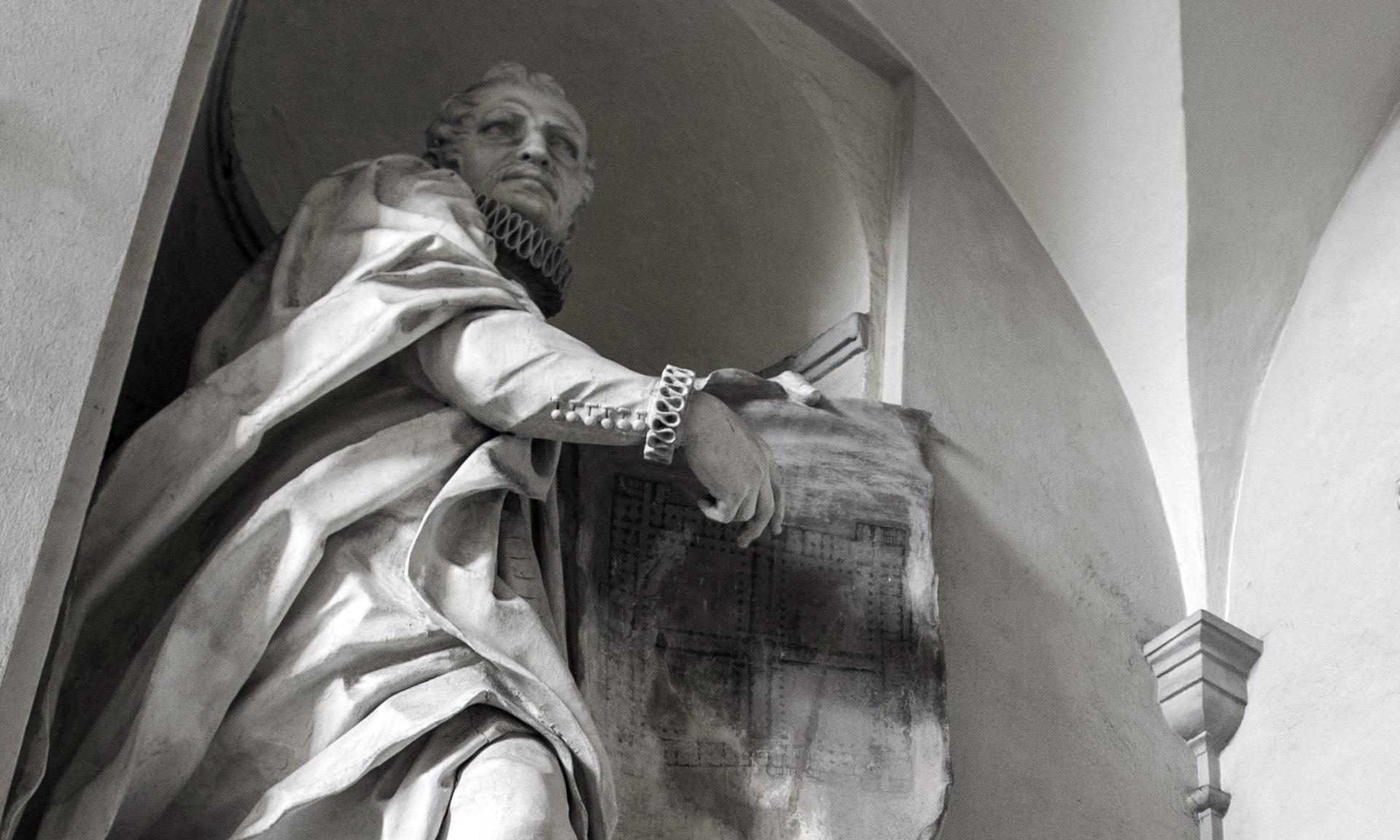 albergo dei poveri statua di Angelo Giovanni Spinola