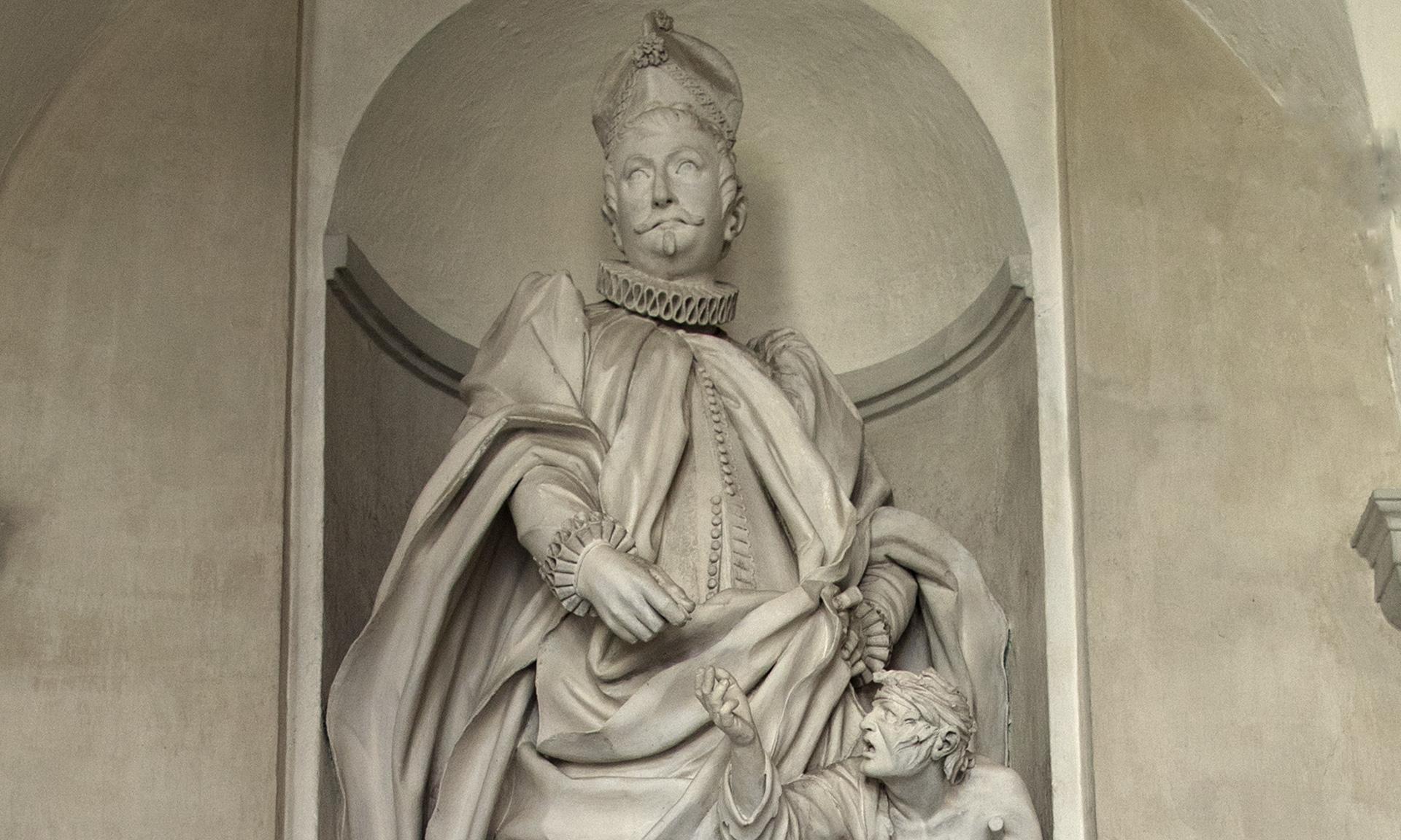 statua di Gio Francesco Gramello all'Albergo dei Poveri